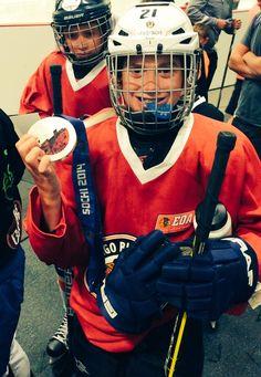 A camper holds Kendall Coyne's silver medal!