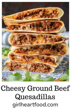 These ground beef quesadillas are jam-packed with flavourful beef and lots of cheese. They're super easy to make and disappear fast! #howtomakequesadillas #groundbeefquesadillas #easyquesadillasrecipe #cheesyquesadillas #cheesybeefquesadillas Wallpaper Food, Ground Beef Quesadillas, Chicken Quesadillas, Ground Beef Burritos, Chicken Taquitos, Fun Easy Recipes, Easy Recipes With Hamburger, Easy Recipes For Dinner, Fast Easy Dinner