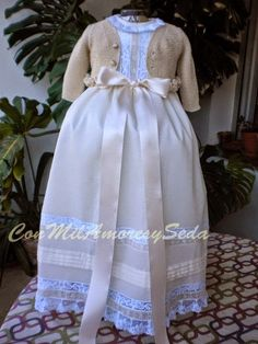 CON MIL AMORES Y SEDA: Faldones de Bautizo ARTESANALES. . . Christening Gowns Girls, Heirloom Sewing, Baby Wearing, Smocking, Kids Fashion, Flower Girl Dresses, Bellini, Bridal, Wedding Dresses