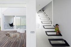 original stairs, I want one into my house :) Pinto, Madrid, Spain Casa Syntes en Pinto dosmasuno arquitectos Architecture Design, Contemporary Architecture, Escalier Design, Floating Staircase, Loft, Interior Stairs, Interior Decorating, Interior Design, Staircase Design