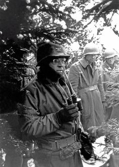 American GIs during the Battle of the Bulge, december 1944. (Photo by Tony Vaccaro/Getty Images)