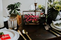 In love with this tablesetting - neon & gold match so well 👌🏻⠀ ⠀ // 📷 @hazelwood_photo / event design: @something_borrowed_pdx / signage: @lettersanddust via @greenweddingshoes⠀ ⠀ #trouwen #huwelijk #verloofd #thatsdarling #solovely #darlingmovement #pursuepretty #thehappynow #flashesofdelight #mybeautifulmess #bridalfashion #rocknrollbride #proudmaryweddings #trouwtrends #trouwplannen #engagednl #instawedding #instawed #weddingplanner #ceremoniemeester #indiebride #modernwedding…