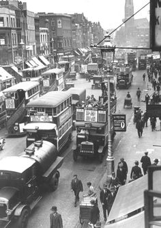 Traffic scene at Shoreditch in 1929 - shwoing that navigating up Kingsland Road has always been a nightmare (Photo by Fox Photos/Getty Images)