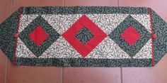 10 Minute Table Runner Meets Tube Quilting Centre Block of Runner End of Runner My new table runner is based on the 10 minute tab...