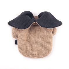 따뜻한 니트원단과 톤다운된 색상으로 고급스러움을 더한 자켓. With a fancy grey knit exterior, soft cream lining, and cozy hood with zip jacket works well on its own during the fall and as a layering piece in winter.