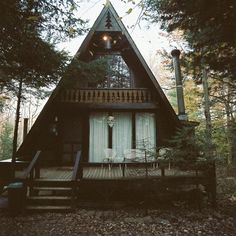 what a splendid little house. for camping or just to get away