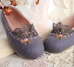 Nice and feminine Wool Shoes, Felt Shoes, Shearling Slippers, Felted Slippers, Felt Booties, Needle Felted, Felting, Slipper Boots, How To Make Shoes