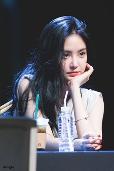Son Na Eun - Hongdae Fan sign event Kpop Girl Groups, Korean Girl Groups, Kpop Girls, Hair A, Her Hair, Eunji Apink, Pink Official, Son Na Eun, Get Skinny Legs