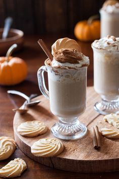 """""""This is a dessert you don't need any silverware for. Pumpkin Spice White Hot Chocolate by …"""" Köstliche Desserts, Delicious Desserts, Yummy Food, Cupcakes, Hot Chocolate Recipes, White Chocolate Chips, Coffee Recipes, Fall Recipes, Thm Recipes"""