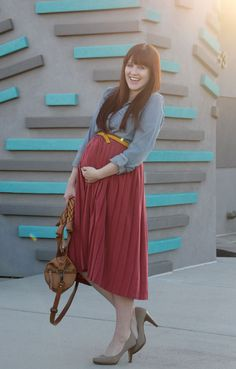 Chambray top and pleated skirt - so adorable!