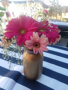 Black Gold Party Gerber daisies in a gold mason jar. Black, white, hot pink, and gold theme party Pink Gold Party, Pink And Gold Birthday Party, 70th Birthday Parties, Birthday Brunch, Birthday Ideas, Black Party Decorations, Birthday Decorations, Adele, Gold Baby Showers