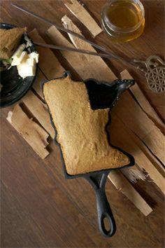 Minnesota-shaped cast iron pan, for cakes, cornbread and cobblers. I need to find myself one of these...❤️❤️❤️