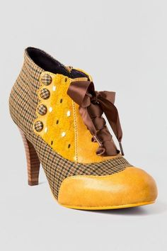 Poetic License Shoes, Betsey's Buttons Oxford Heel in Yellow- A herringbone print is accented with mustard yellow leather, a textured fabric panel, ribbon laces and petite herringbone fabric buttons then finished off with a slim stacked heel. Sock Shoes, Cute Shoes, Me Too Shoes, Shoe Boots, Look Fashion, Fashion Shoes, Vintage Style Shoes, Oxford Heels, Womens Clothing Stores