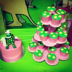 Dorothy dinosaur cupcakes and cake. Dorothy dinosaur party