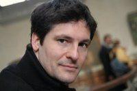 Olivier Robin est diplômé de l'Ecole Supérieure des Arts (Instituts St-Luc Bruxelles) en arts graphiques. Il devient graphiste et web designer avant de se  consacrer à la peinture qui devient depuis quelques années son activité principale. Il est né à Paris et habite actuellement à Tournai, en Belgique. more: http://www.olivierrobin.com/