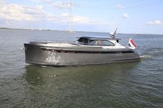 STEELER NG 52 S OFFSHORE RHINE PATENT FREE From bow to stern, and keel to roof, a motoryacht that surprises with unique comfort solutions