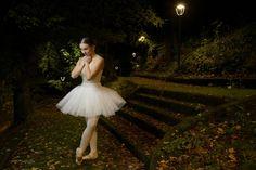 """1. Yelyza nel giardino delle meraviglie. Yeliza Samokhina nella villa """"vecchia"""" di Cosenza - © Massimiliano Palumbo"""