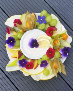 Raikas hedelmälautanen sitruunadipillä - Terveelliset herkut