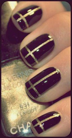 http://siempreelegante.com/una-manicura-elegante-para-fiestas-color-negro/