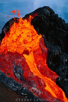 Earth Fire -Erupting lava, Pu'u 'O'o, Hawaii Volcanoes National Park, The Big Island of Hawaii. All Nature, Science And Nature, Amazing Nature, Hawaii Volcanoes National Park, Volcano National Park, Tsunami, Photo Volcan, Volcan Eruption, Fuerza Natural