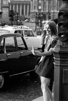 Robert Doisneau // Young Ladies -  Place de la Concorde Mai 1970