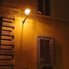 Instagram【nomocchi】さんの写真をピンしています。 《#roma #rome #italia #italy #night #nightview #street #photography #photo #streetlight #trip #summer #イタリア #ヨーロッパ #ローマ #街灯 #夜景 #裏路地 #写真 #旅 #夏》