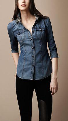Faded Denim Shirt by Burberry Denim Fashion, Look Fashion, Girl Fashion, Fashion Outfits, Womens Fashion, Casual Fall Outfits, Stylish Outfits, Casual Wear, Look Camisa Jeans
