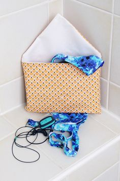 DIY PUL fabric and cotton swimsuit pouch - D I Y knit & sew Couture Diy Pochette, Pochette Diy, Coin Couture, Couture Sewing, Jersey Rest, Maxi Dress Tutorials, Boyfriend Crafts, Dress Sewing Patterns, Easy Diy Crafts