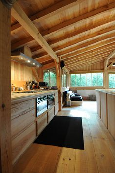 "I thought I was not a fan of ""all wood"" interiors and then I saw this photo. Wooden house in Cap Ferret Chalet Interior, Interior Modern, Kitchen Interior, Kitchen Decor, Wood Interiors, Design Interiors, House Interiors, House In The Woods, Log Homes"