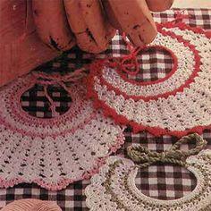 Vir jou eie prinsie of prinsessie Crochet Baby, Knit Crochet, Baby Knitting Patterns, Holiday Decor, Rose, Pink, Crochet, Roses, Crochet For Baby