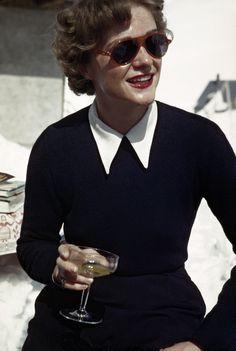 Robert Capa — Une femme dans un bar de glace, Zürs, Autriche, 1949-1950