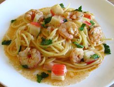Spaghetti with shrimps and seafood delights on a plate Fish Recipes, Pasta Recipes, New Recipes, Cooking Recipes, Portuguese Recipes, Food Goals, Shrimp, Seafood, Main Dishes