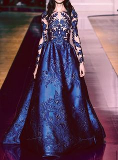 Find tips and tricks, amazing ideas for Zuhair murad. Discover and try out new things about Zuhair murad site Style Haute Couture, Couture Fashion, Runway Fashion, Fashion Show, Paris Fashion, Couture Week, Dress Fashion, 90s Fashion, Fall Fashion