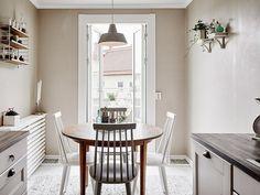 Трехкомнатная квартира в Гетеборге, организация пространства, скандинавский стиль, кирпичная кладка на…