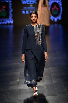 Jajaabor at Lakmé Fashion Week summer/resort 2019 Indian Attire, Indian Wear, Indian Outfits, Indian Clothes, Stylish Dresses For Girls, Casual Day Dresses, Latest Indian Fashion Trends, Latest Fashion, Stylish Kurtis Design