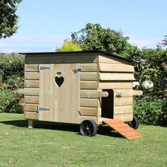 Gaggle Duck & Goose House with wheels - view 1