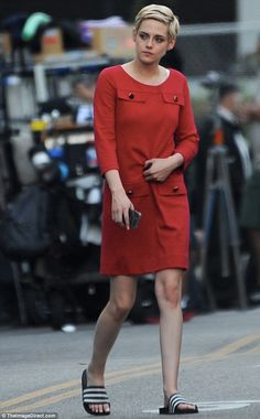 Kristen Stewart leaves onlookers breathless as she dons chic red dress while playing Jean Seberg Kristen Stewart Short Hair, Kirsten Stewart Style, Kristen Stewart Movies, Jean Seberg, Foreign Celebrities, Beautiful Hair Color, Fall Fashion Outfits, Celebrity Babies, Famous Women