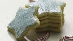 Betty Crocker Vegan Sugar Cookie Recipe - these were really yummy! Altered icing and added vegan butter. Vegan Treats, Vegan Foods, Vegan Desserts, Vegan Dishes, Vegan Vegetarian, Vegan Sugar Cookie Recipe, Cookie Recipes, Cookies Vegan, Dairy Free Sugar Cookies