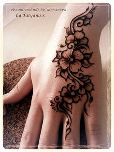 Роспись классической коричневой хной. #мехенди #хна #мехендимосква #гдесделатьмехенди #Москва #tatyana_sherstneva #mehendi #henna #обучение #мк_мехенди Henna Tattoo Hand, Hand Mehndi, Hand Tattoos, Henna Body Art, Mandala Tattoo, Henna Hand Designs, Henna Tattoo Designs Simple, Modern Mehndi Designs, Simple Henna