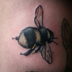 not thinking of a tattoo,as the picture shows, but this would be easy to draw on a flower pot, or table cloth..i love the little fat bees!