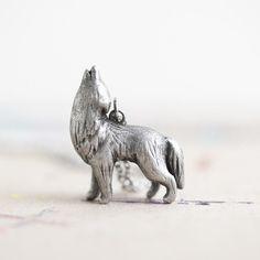 Le Intuitive Wolf Totem Necklace / le animalé