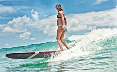 Pregnant mom surfing in Hawaii. The water looks amazing. Pregnant Mom, Pregnant Pics, Kitesurfing, Going To The Gym, Merida, Maternity Photography, Fun Workouts, Fitness Tips, Hawaii