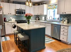 32 Popular Kitchen Island With Seating Ideas - After many years with the same kitchen layout, you probably want to make some changes for a fresher look. There are many ways to do this and kitchen i. Classic Kitchen, New Kitchen, Kitchen Decor, Kitchen Ideas, Kitchen Inspiration, Kitchen Hacks, Kitchen Modern, Minimal Kitchen, Awesome Kitchen