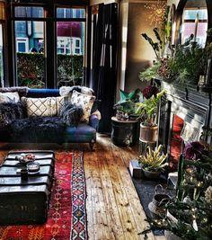 Victorian Living Room, Boho Living Room, Bohemian Living, Bohemian Interior, Bohemian Decor, Stylish Interior, Inviting Home, Dark Interiors, Home And Deco