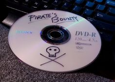 La piratería y los delitos cibernéticos son sólo la punta del iceberg de redes de delincuencia muy complejas e implicadas en delitos más graves, como financiación del terrorismo y blanqueo de capitales