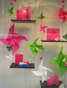 I've used pin wheels for mannequin heads too for a bit of whimsy Paper pinwheels create a playful window display. Spring Window Display, Store Window Displays, Library Displays, Display Windows, Visual Display, Display Design, Display Ideas, Decoration Vitrine, Store Windows