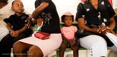 Wer geht gerne zum #Arzt und sitzt im Wartezimmer? Doch den Zugang zu med. Hilfe möchte niemand missen, oder? Aufnahme aus einer instandgesetzten Gesundheitsstation auf Haiti. Haiti, Waiting Rooms, First Aid, Health