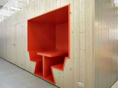 DSM office by Studio Niels and BroekBakema - News - Frameweb #design #interiors #office Love this built-in space. COZY!