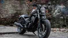 #birmingham 2017 Honda Rebel gets a new bobber design  The Honda Rebel 250 has been a ubiquitous machine for novices since its inception in the mid-eighties. The CMX 450 Rebel was available in 1986 and 1987 while the 250 has been a beginner go-to from 1985 onwards. http://www.autoindustriya.com/motorcycle-news/2017-honda-rebel-gets-a-new-bobber-design.html