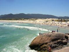 Praia Joaquina no Estado de Santa Catarina - Brasil. Famosa pelo campeonato internacional de surf.